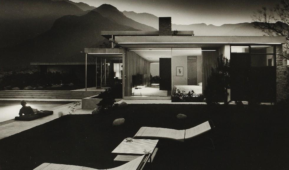 House of Edgar Kaufmann (Richard Neutra). Colorado Desert. Palm Springs, 1947.  Épreuve argentique  (c. 1990), signée et datée au verso.  49,5 x 61 cm avec marges