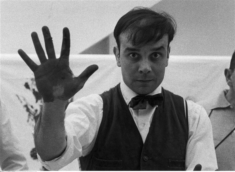 Charles Paul Wilp, Yves Klein sur le tournage d'un film sur ses 'Anthropométries', 1961-62 © BPK, Berlin, Dist. RMN-Grand Palais / Charles Wilp