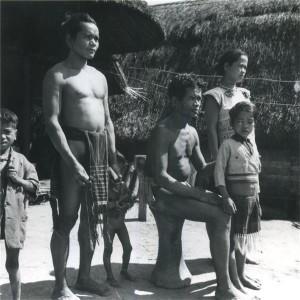 Habitants du village Maa' de B'Tong en 1963. Photo : Jean-Paul Barry