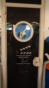Gaumont, SNCF et le STIF célèbrent ensemble les 120 ans du cinéma – Sur une porte © IHTP – CNRS