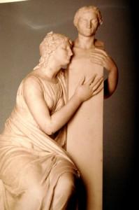 Une femme tenant dans ses bras le portrait de son mari (D.-A. Chaudet, 1795)