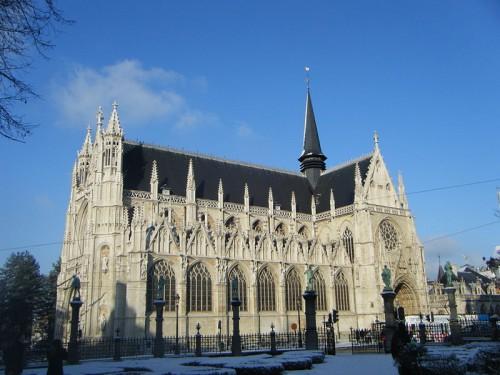 Notre Dame du Sablon. Fuente:By Leogs (Own work) [CC BY-SA 3.0], via Wikimedia Commons