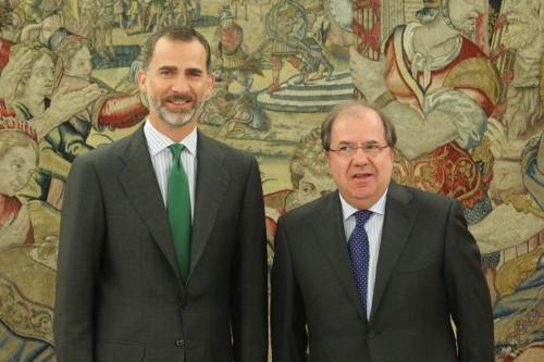 © Casa de S.M. el Rey Su Majestad el Rey junto al presidente de la Junta de Castilla y León, Juan Vicente Herrera Campo. Palacio de La Zarzuela. Madrid, 24.07.2015.