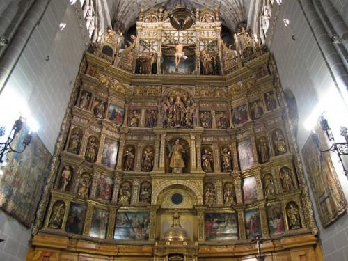 Retablo mayor de la Catedral de Palencia. A la izquierda, tapiz del Árbol de la Vida. Fuente: https://www.flickr.com/photos/albtotxo/6994204809/in/photolist-bE48q6-79jCnd-dt7UVS-7zJdTA-br9Li3-awCaY5-3bUuvk-i5ykPv-cZJ98q-bE41gz-5s6GNW-qrKsvB-d4xdch-qKAE5R-aNdFtp-5s6TRW-cZHWZJ-qJtofD-dj1f8u-nfprXL-fKRy3R-5s6JTY-89zkiX-8uyYyD-br6tw1-qKEbZw-77acNt-fwetTe-zaqt5b-4jt686-5zbXBB-5zbWGr-5zgf3A-jy6P1x-9gqXbB-br7p7u-qua7rs-9Y9sNh-cZJ8ny-9Y9tXS-656XWa-z4L82e-br7B6f-s5kscC-9VcjNf-8CXtwX-9Y6XDV-ypou7M-ypf4tL-cynifQ. Licencia: CC BY-NC-SA 2.0
