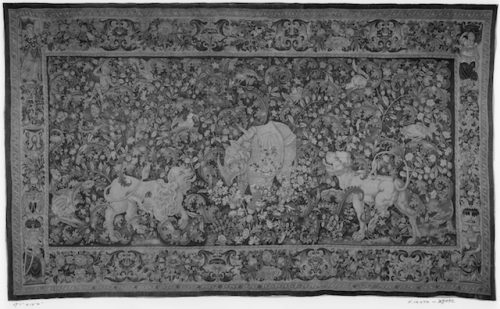 Rinoceronte y otros animales, ca. 1550-1560. Fuente: http://primo.getty.edu/primo_library/libweb/action/display.do?tabs=detailsTab&ct=display&fn=search&doc=GETTY_ROSETTAIE627383&indx=1&recIds=GETTY_ROSETTAIE627383&recIdxs=0&elementId=0&renderMode=poppedOut&displayMode=full&frbrVersion=&frbg=&vl(96033584UI1)=all_items&&dscnt=0&scp.scps=scope%3A%28GETTY_ROSETTA%29&vl(1UIStartWith0)=contains&vl(21781791UI0)=any&vid=GRI&mode=Basic&srt=rank&tab=all_gri&dum=true&vl(freeText0)=tapestry%20rhinoceros&dstmp=1469385060978. Licencia: Digital images courtesy of the Getty's Open Content Program.