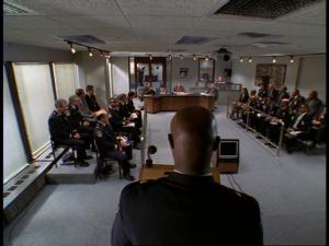 S03e12, Mission Accomplished – Les stores du COMSTAT sont fermés, Colvin est publiquement châtié pour ses actions, la « foudre » du demi-dieu Burrell s'abat contre lui.