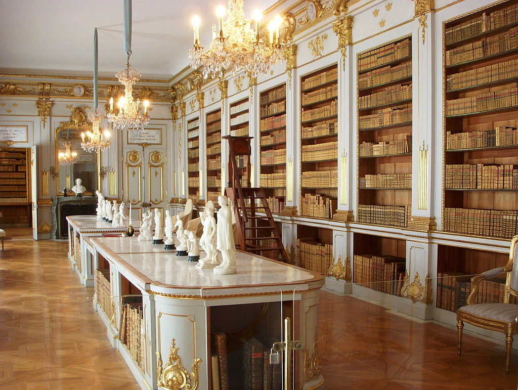 Drottningholm library (author: Holger Ellgaard, source: Wikimedia commons).