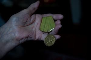 """Medaille für die Verteidigung Leningrads, Szene aus """"900 Days"""", Foto: Zeppers film & TV"""