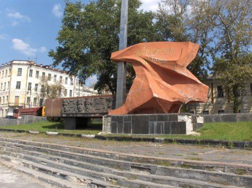 "Dem Vergessen anheimgefallen: Denkmal ""Alle Macht den Räten"" in Kursk - Foto: © Philipp Bürger"