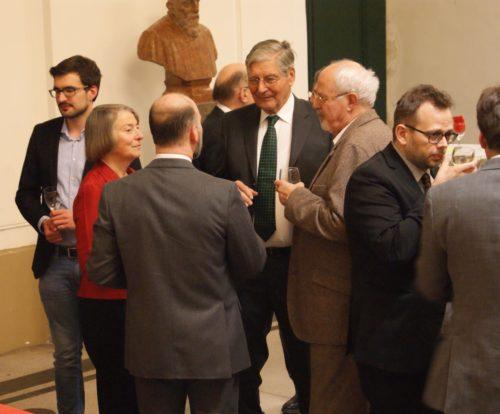 MGH-Präsidentin Martina Hartmann (2. v. l.) mit Festgästen