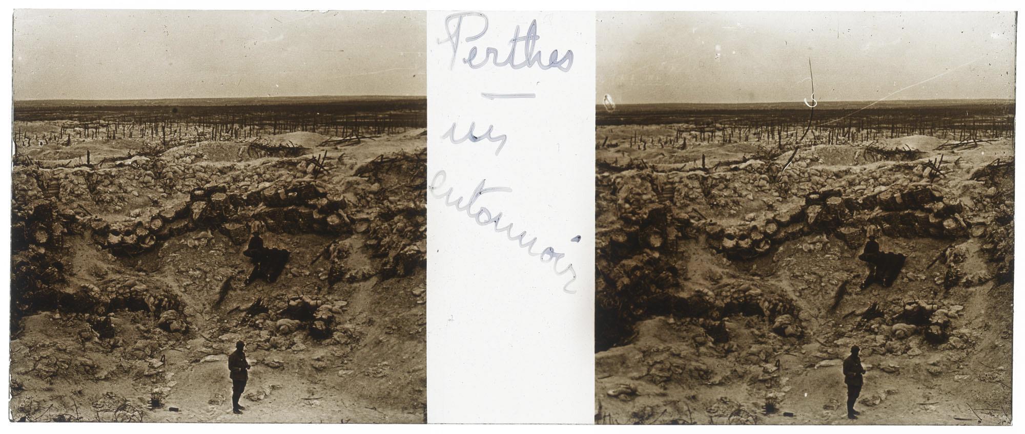 """Anonyme, """"Perthes, un entonnoir"""", vue stéréoscopique positive sur plaque de verre, non daté"""