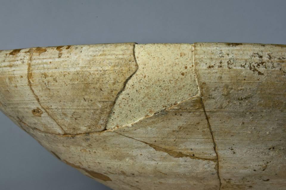 Fig. 4 : comblement réalisé en plâtre teinté dans la masse avec effet de matière en surface et mouchetis (H. David-Cuny 2014)