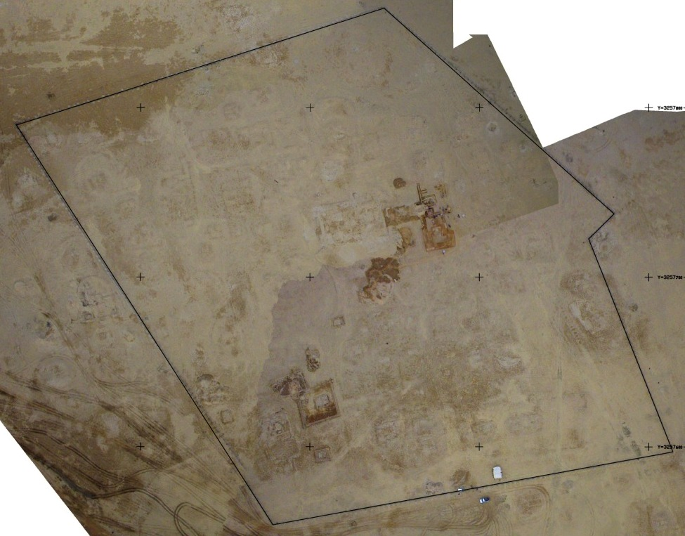 Fig. 4: aerial picture of the central part of al-Qusur settlement: are the enclosed buildings surrounding the churches cells or domestic structures? (Y. Guichard, DAM 2009)