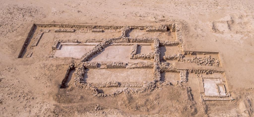 Fig. 3 : Le réfectoire d'al‑Qusur à la fin de la campagne 2016 de la Mission archéologique franco-koweïtienne de Faïlaka (H. Al Mutairi © NCCAL).
