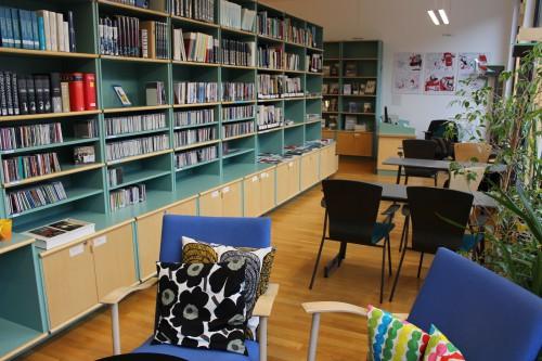 Ein Blick in die Bibliothek des Finnland-Instituts. Verwendung mit freundlicher Genehmigung des Finnland-Instituts.