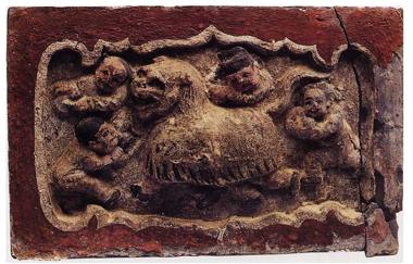 Ill. 4 : Danse du lion, Shanxi, Canton de Xinjiang, Nanfangzhuang, tombe d'époque Jin, brique sculptée, p. 32.