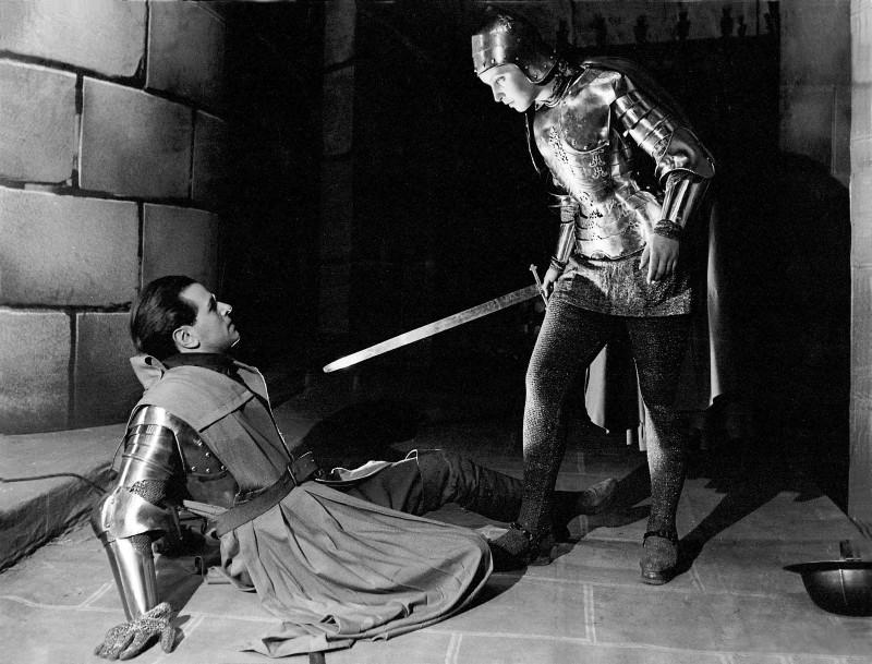 Lionel (O.W. Fischer) und Johanna (Judith Holzmeister) in Schillers 'Die Jungfrau von Orleans', dir. Walter Bruno Iltz, 1942