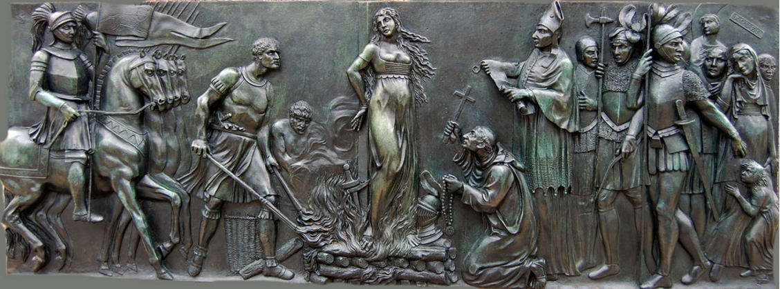 Bas-relief sculpté par Edme Gois, Statue de Jeanne d'Arc, Square des Tourelles à Saint Marceau, Orléans, circa 1803