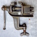 800px-Parallelschraubstock,_ca.1920