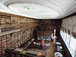 Intérieur de la Bibliothèque Patrimoniale et de Recherche du Grand Cahors au printemps 2014. Photographie prise par I. Laur. Tous droits réservés.