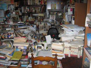 """Mon bureau après trois mois """"d'analyse""""... Source : pix-geek.com"""