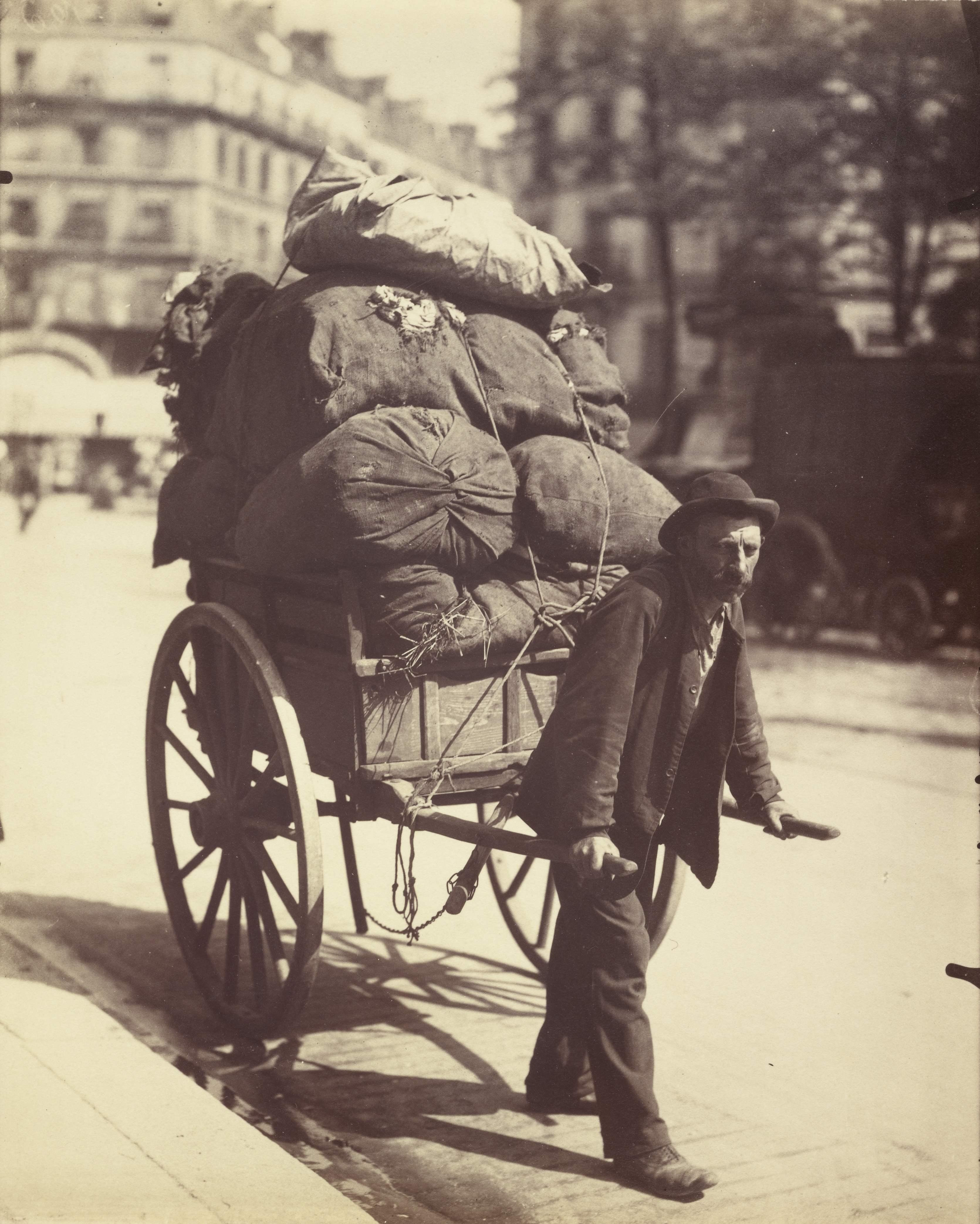 Eugène_Atget, Chiffonier dans Paris, rue des gobelins, 1899, Getty Museum