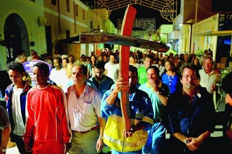 Lampedusa-seule-mais-solidaire-des-migrants_article_main