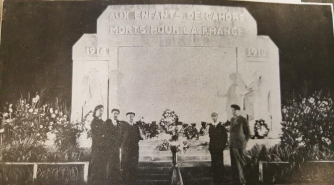 Légionnaires attendant la flamme.  La Légion, octobre 1941
