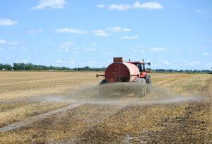 tracteur épendant de l'engrais