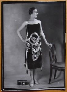 Robe brodée, modèle Jean Patou (août 1925), Archives de Paris, D12U10 280, n°56.