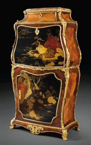 Jean-François Dubut, secrétaire en laque du Japon, 1750, bois de rose et d'amarante, montures de bronze doré, 122 x 64 x 32 cm.