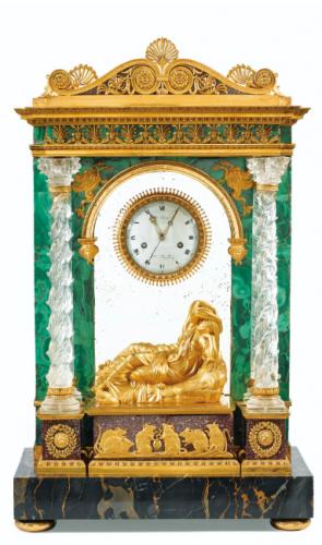 pendule portique en malachite, cristal de roche et bronze doré de la fin de l'époque Louis XVI, 65 x 40 x 22 cm