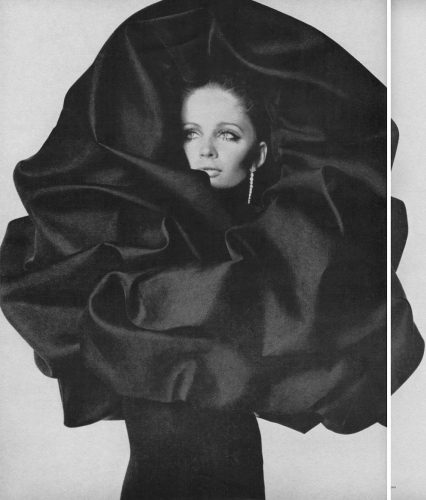 us vogue 09 1967 haute couture sue_murray_balenciaga_3 2