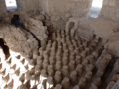 Jede Stadt, die etwas auf sich hielt, besaß ein Bad. Hier ist die Fußbodenheizung (das Hypokaustum) des Bades in Bet Shean zu sehen (Foto: Michael Hölscher)