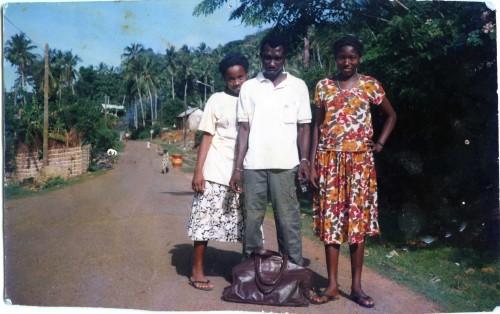 Mon oncle, ma sœur et une cousine à Acoua (Mayotte), 1988 ; support fujifilm pictropaper