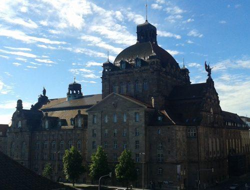 L'Opernhaus di Norimberga vista dall'IT Abteilung del GNM