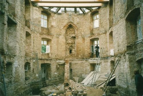Süsterhaus Umbau, Blick in das entkernte Kirchengebäude Richtung Apsis (StaL N 1 vom 28.8.1987)