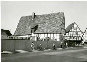 Situation am Ostertor 1 in Lemgo, Richtung Papenstraße bzw. Mittelstraße, 1972