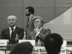 StaL N 1 (Unverzeichneter Teil), 30.04.1980, Helmut Schmidt mit Zigarette in Lemgo