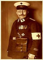 Adolf Sternheim in Uniform der Krieger-Sanitätskolonne vom Roten Kreuz (Foto: Städtische Museen Lemgo)