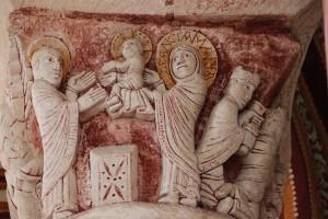 Chauvigny, collégiale, rond-point. Chapiteau de la Présentation au temple (XIIe s.)