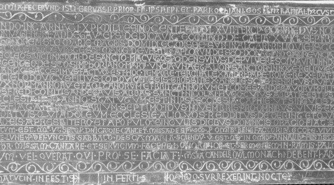 Afficher le droit au Moyen Âge : les chartes lapidaires en discussion