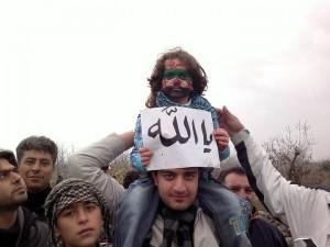 Le fils d'un manifestant syrien invoque Dieu (Ya Allah !)