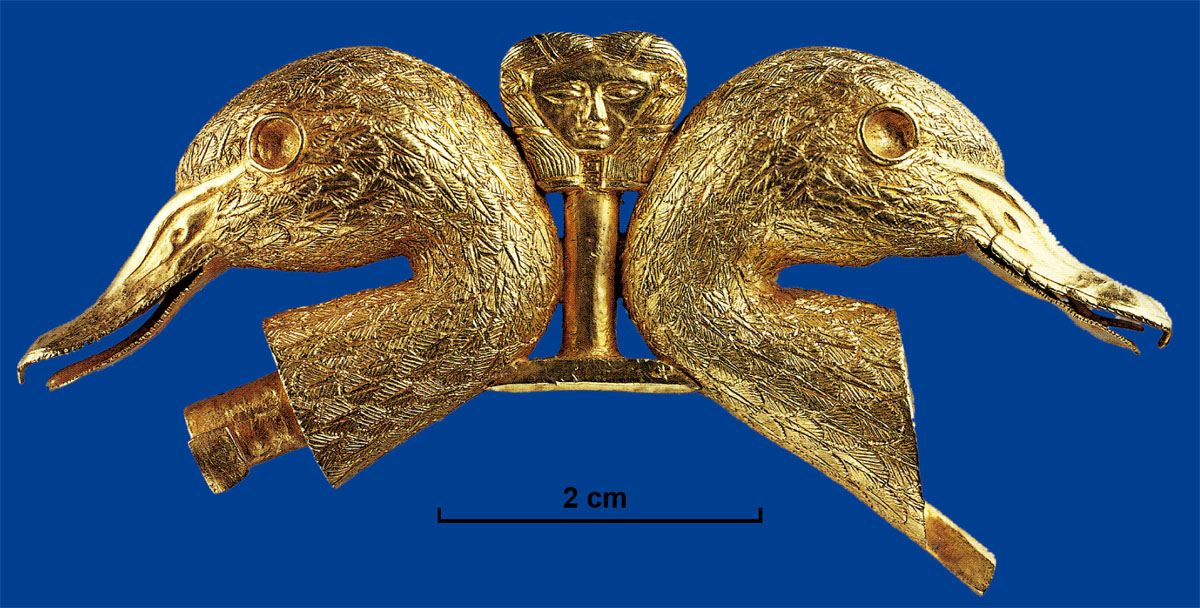Duck heads ornament with physical features finely drawn by incision, from Qatna (15th-14th century). (© Damascus Museum - after, Beyond Babylon 2008, no. 129)