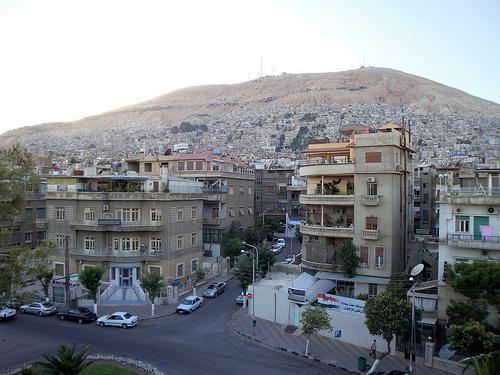 Vue sur le Mont Qassioun depuis Jisr al-Abyad.