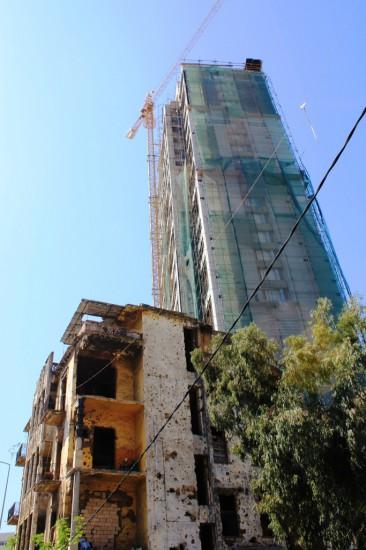 Spéculation immobilière côtoyant immeubles vétustes, friches et ruines de la guerre civile à Achrafieh