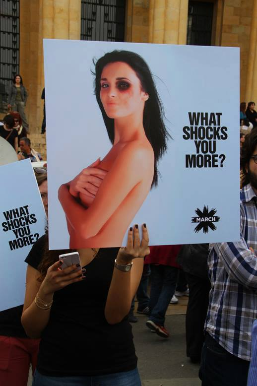 © Manifestation à l'appel des organisations féministes contre le projet de loi sur les violences conjugales, Marie-Noëlle Abi Yaghi, Beyrouth mars 2014.