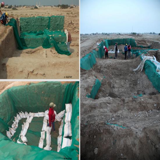 Exemple des mesures de protection mises en place entre deux campagnes dans les secteurs fouillés: pose de géotextile, renforcement avec des sacs de sable et remplissage avec de la terre (©MAFKF)