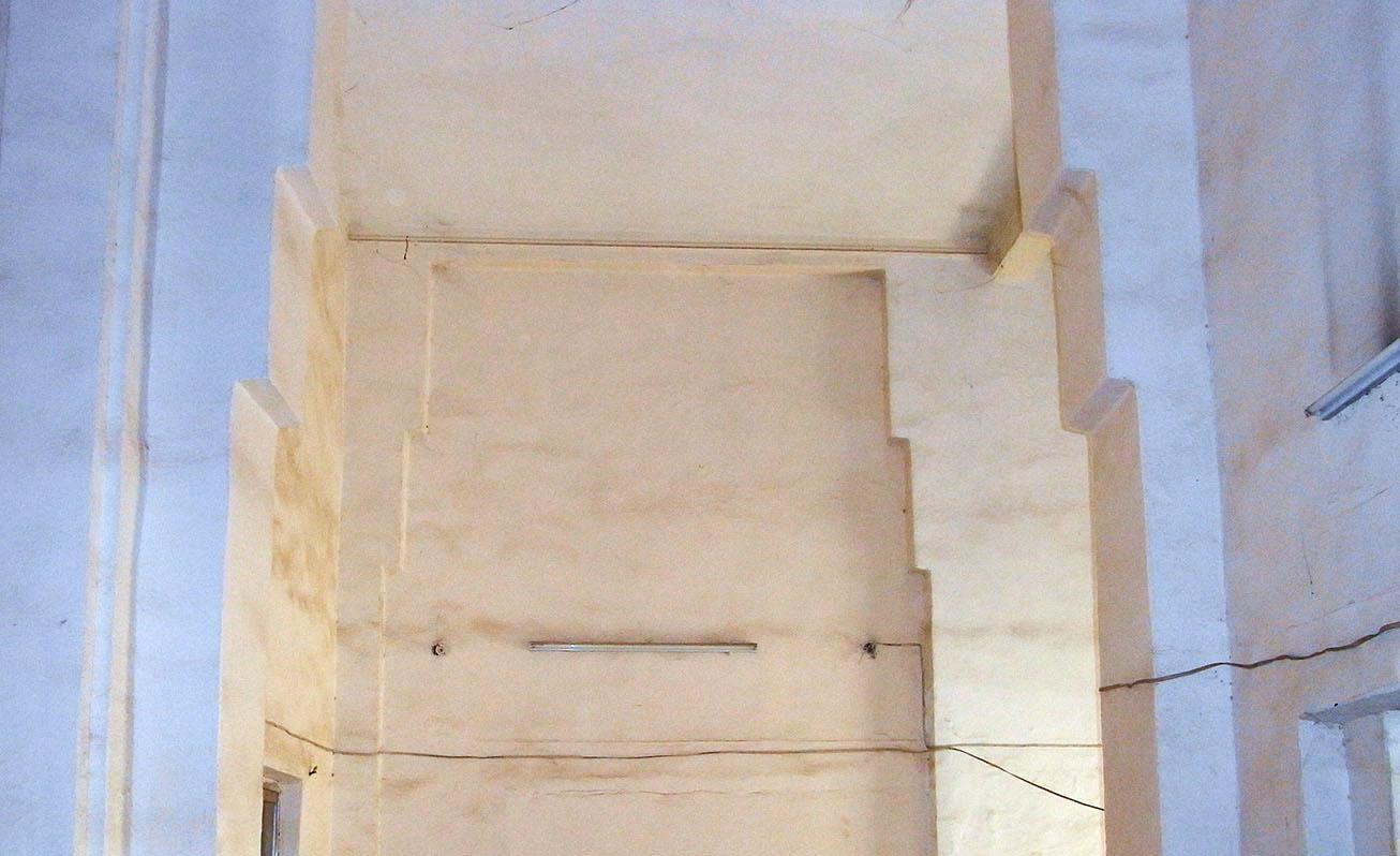 7. Géométrie et contre-courbes de la volée de marches à l'arrière. Redents stylisés en rappel discret de certaines architectures mésopotamiennes. © Caecilia Pieri, 2011.