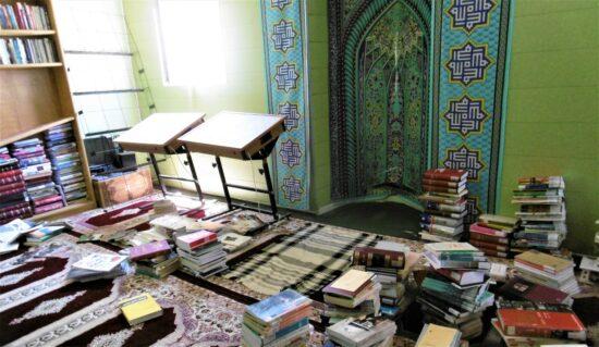 Pièce de culte reconvertie en bibliothèque